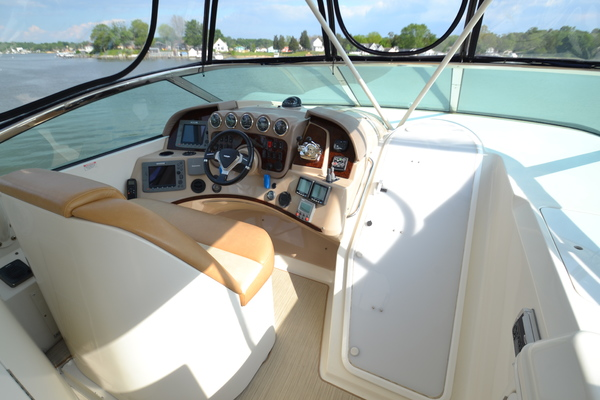 2006 Carver 56' 560 Voyager Crew Quarters | Picture 8 of 45
