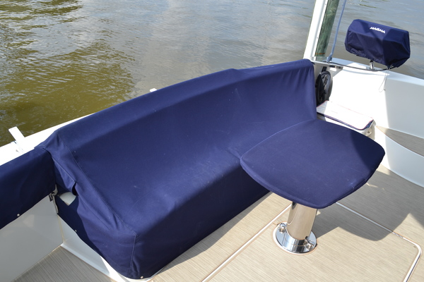 2006 Carver 56' 560 Voyager Crew Quarters | Picture 7 of 45