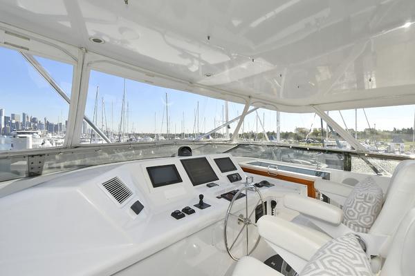 2005 Hatteras 100' 100 Motor Yacht Avanti   Picture 6 of 111