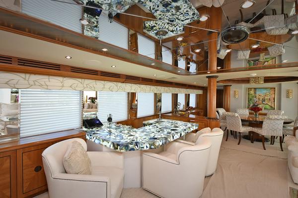 2005 Hatteras 100' 100 Motor Yacht Avanti   Picture 1 of 111