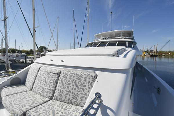 2005 Hatteras 100' 100 Motor Yacht Avanti   Picture 7 of 111