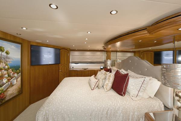 2005 Hatteras 100' 100 Motor Yacht Avanti   Picture 2 of 111