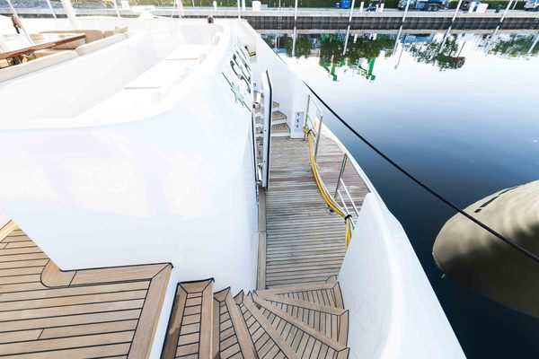 1986 Heesen 125' Tri-Deck Motor Yacht  SEA AXIS | Picture 5 of 50