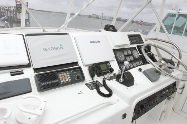1993 Hatteras 50' 50 Convertible M.R. Ducks | Picture 7 of 100