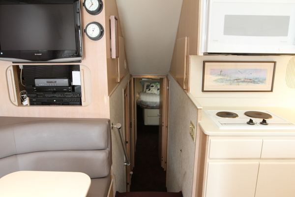 1993 Hatteras 50' 50 Convertible M.R. Ducks | Picture 5 of 100