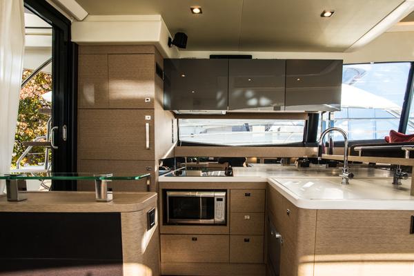 2016 Prestige 55' 550 Flybridge Dark Star | Picture 7 of 47