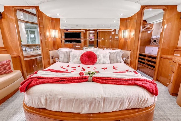 2003 Azimut 80' 80 Carat Anchor Management | Picture 3 of 78