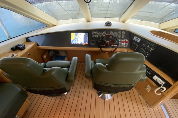 2001 Hatteras 63'  Sea Gatooo | Picture 7 of 27