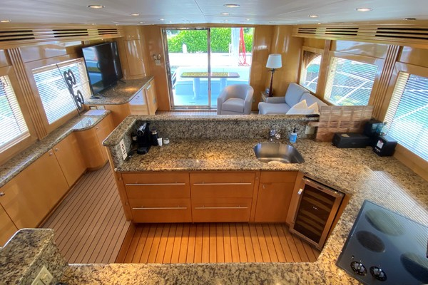 2001 Hatteras 63'  Sea Gatooo | Picture 5 of 27