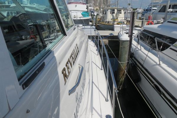 2008Sea Ray 40 ft 40 Motor Yacht   Lucky Dog