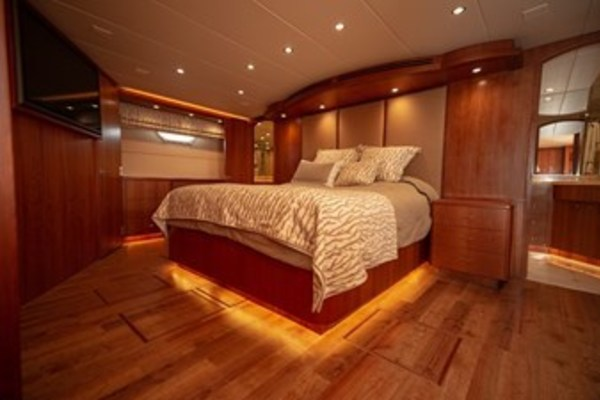 2003 Hatteras 100'  TAIMA | Picture 8 of 29