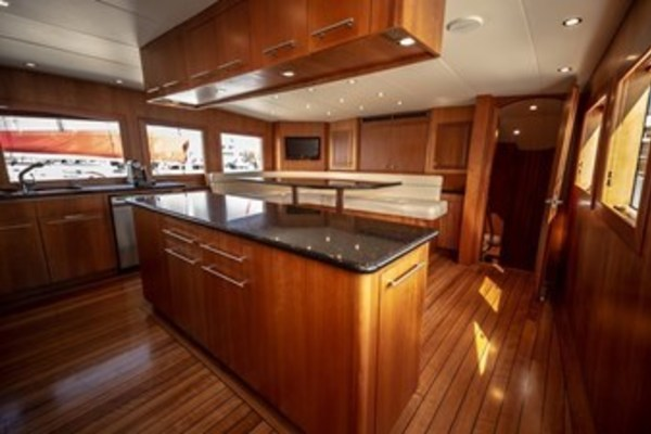 2003 Hatteras 100'  TAIMA | Picture 7 of 29
