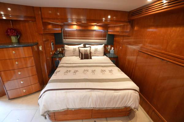 2000 Carver 53' 530 Voyager Sanctuary | Picture 3 of 81
