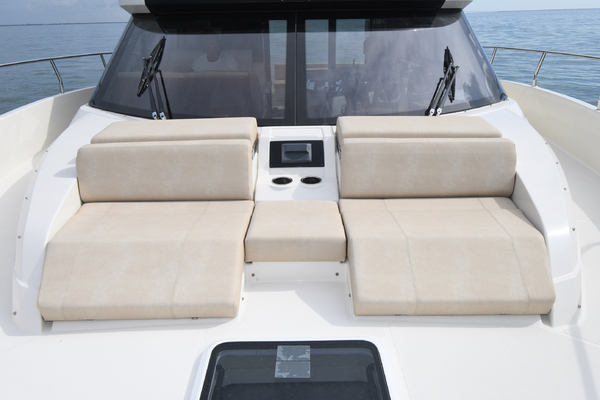 2018 Carver 52' 52 Coupe Aquasition   Picture 4 of 44