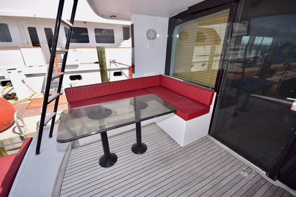 1989 Hatteras 78'   | Picture 3 of 15