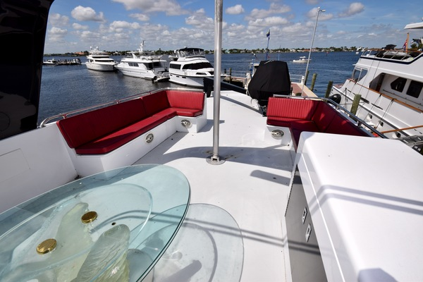 1989 Hatteras 78'   | Picture 6 of 15