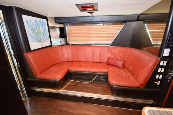 1989 Hatteras 78'   | Picture 4 of 15