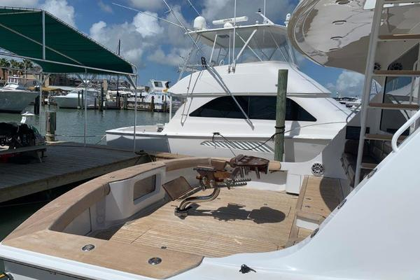2006 Hatteras 68' 68 Convertible Doulos   Picture 8 of 24