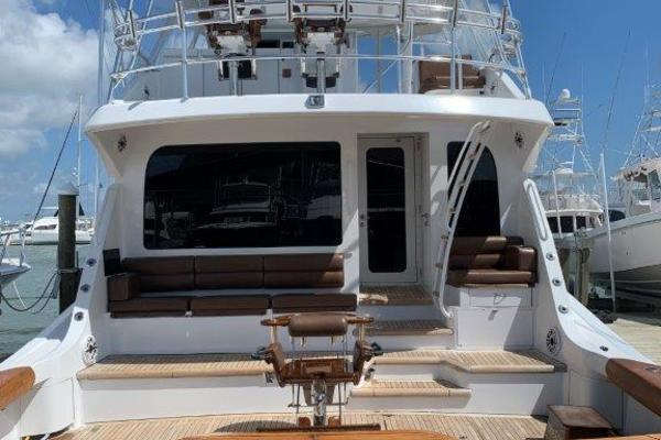 2006 Hatteras 68' 68 Convertible Doulos   Picture 5 of 24