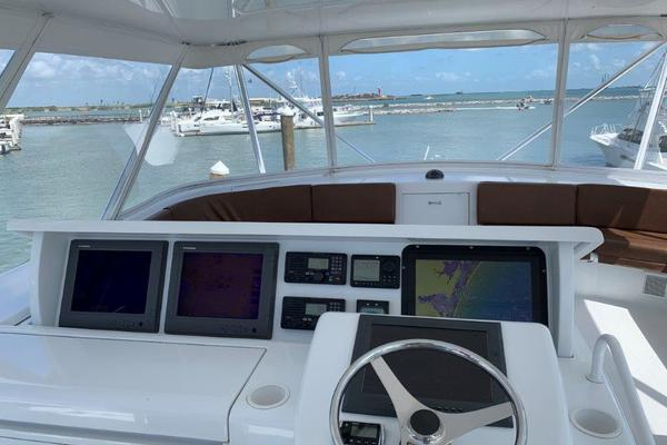 2006 Hatteras 68' 68 Convertible Doulos   Picture 4 of 24