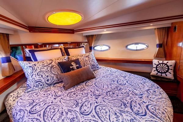 2001 Carver 57' Voyager IMPULSE III | Picture 3 of 88