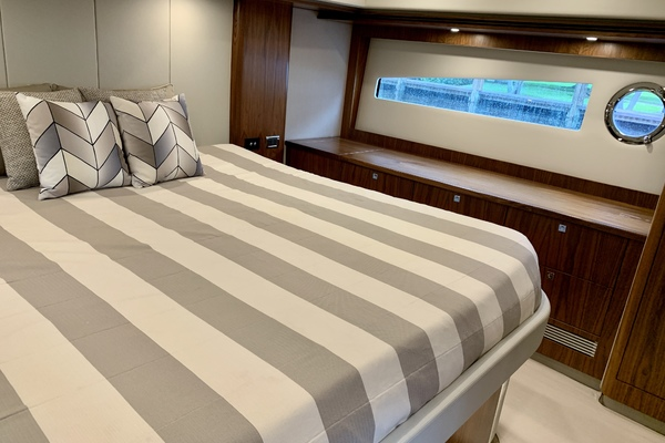 2017 Riviera 54' 5400 Sport Yacht JODIN | Picture 2 of 70