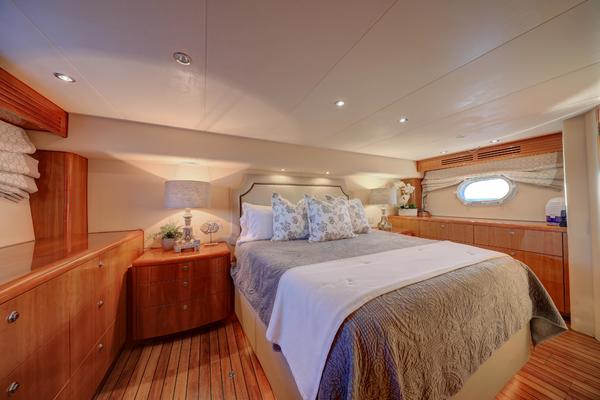 2006 Hatteras 64' Convertible ON TARGET   Picture 6 of 114