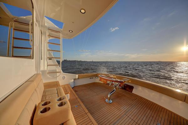 2006 Hatteras 64' Convertible ON TARGET   Picture 5 of 114