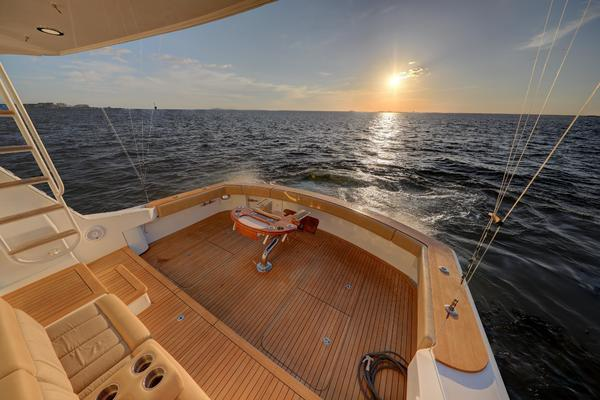 2006 Hatteras 64' Convertible ON TARGET   Picture 7 of 114