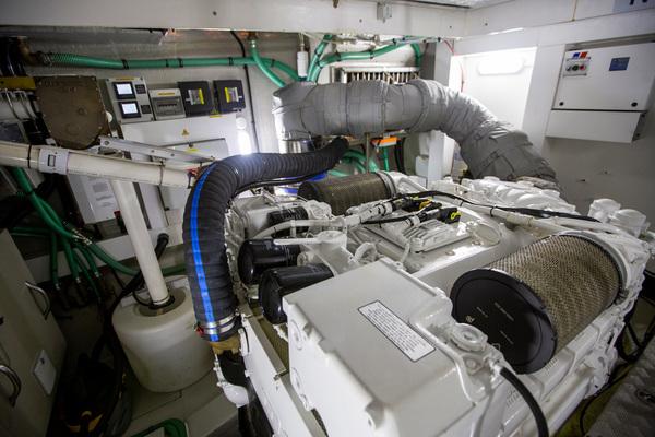 2014 Sunseeker 68' Predator Sea Green III | Picture 7 of 64