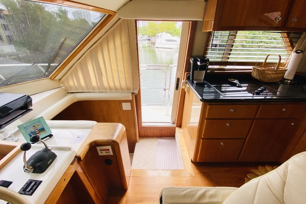 2003 Navigator 57' 5700 Rival The Motley Crew | Picture 5 of 111