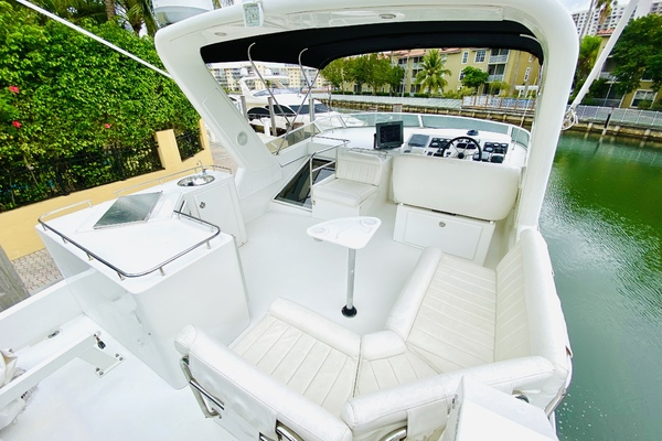 2003 Navigator 57' 5700 Rival The Motley Crew | Picture 3 of 111