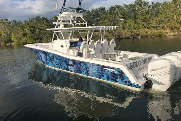 2018Invincible 42 ft Center Cabin   SOLO NO BS