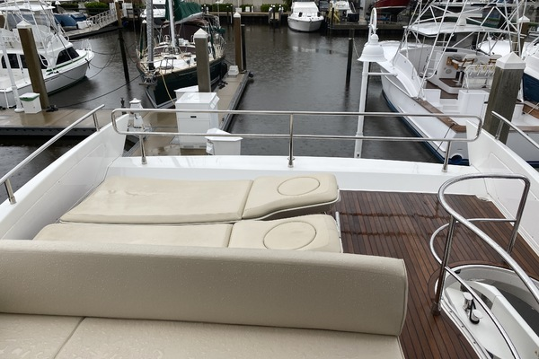 2013 Azimut 64' 64 Flybridge THE GREEN FLASH | Picture 7 of 32