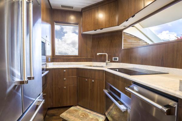 2015 Viking 75 MY Salon