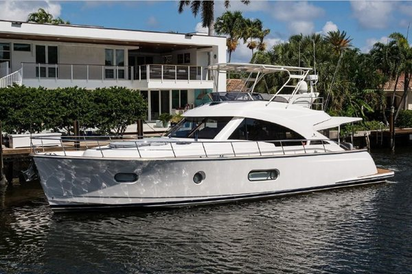 0' Belize 54 Sedan Bridge 2016 |
