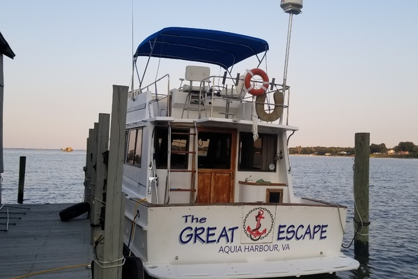 35' Senator 35 Flybridge Sedan Trawler 1985 | The Great Escape