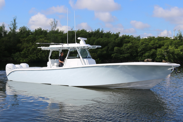 39' Yellowfin 39 Offshore 2021 | 39 Offshore