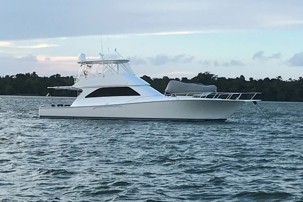 57' Viking 56 Convertible 2004 | Piquele