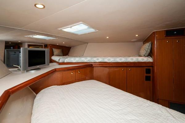 2004 61 Viking Convertible Second Wind Salon 1