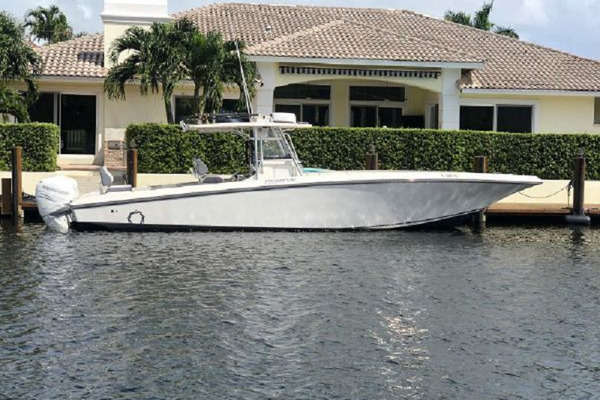 38' Fountain 38 Center Console 2011 |