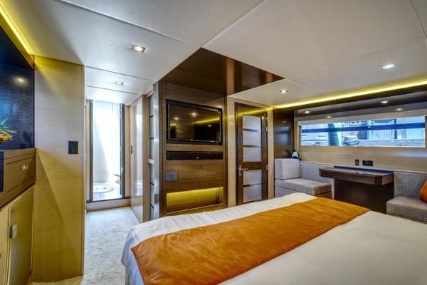 2018 Cruisers 60 Cantius FB  Sea Rhythm III  Dinin