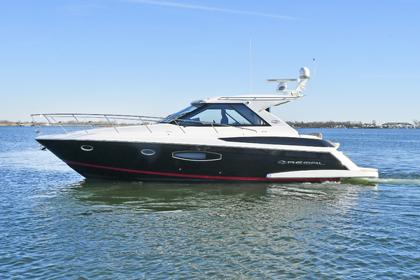 42' Regal 42 Coupe 2016 |