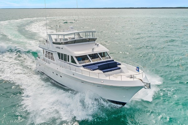 70' Knight & Carver  2002 | Sapphire