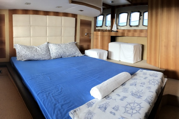 2009Absolute 53 ft 56