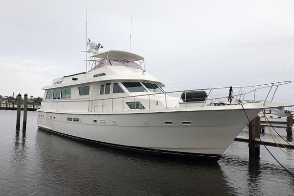 70 Hatteras starboard forward profile1