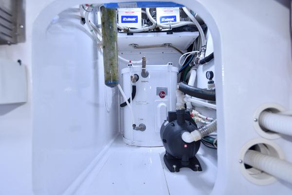 2002 Viking 65 Enclosed Bridge  Salon