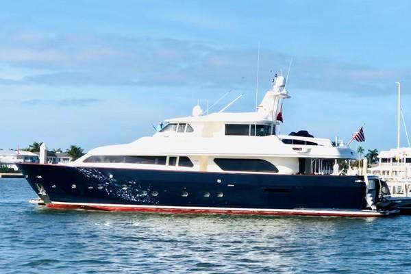 90' Ferretti Yachts Custom Line Navetta 27 2000 | Myeerah