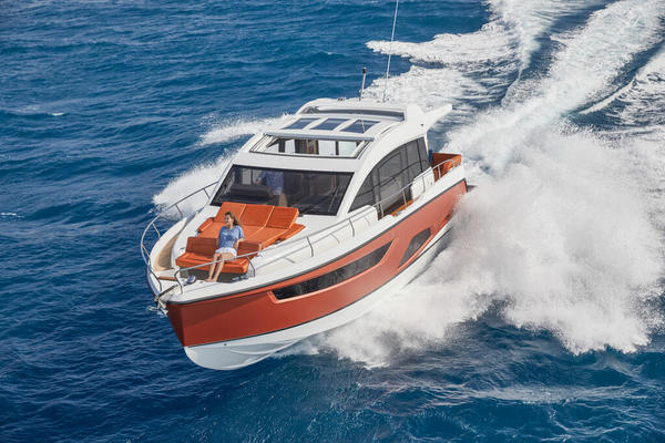 Picture Of a 2022 Sealine 45 F430 Motor Yachts
