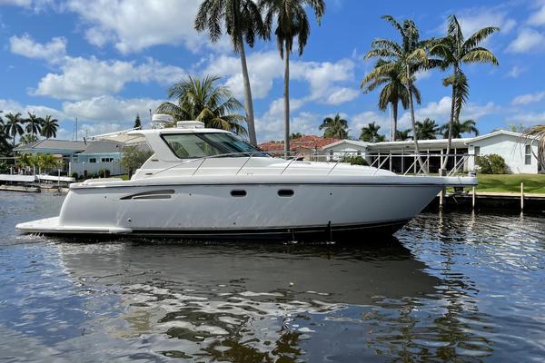 36' Tiara Yachts 3600 Sovran 2004 | Lead Explorer